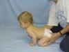 hypoton-gyermek-mszatsnl-nem-hasznlja-a-kezt